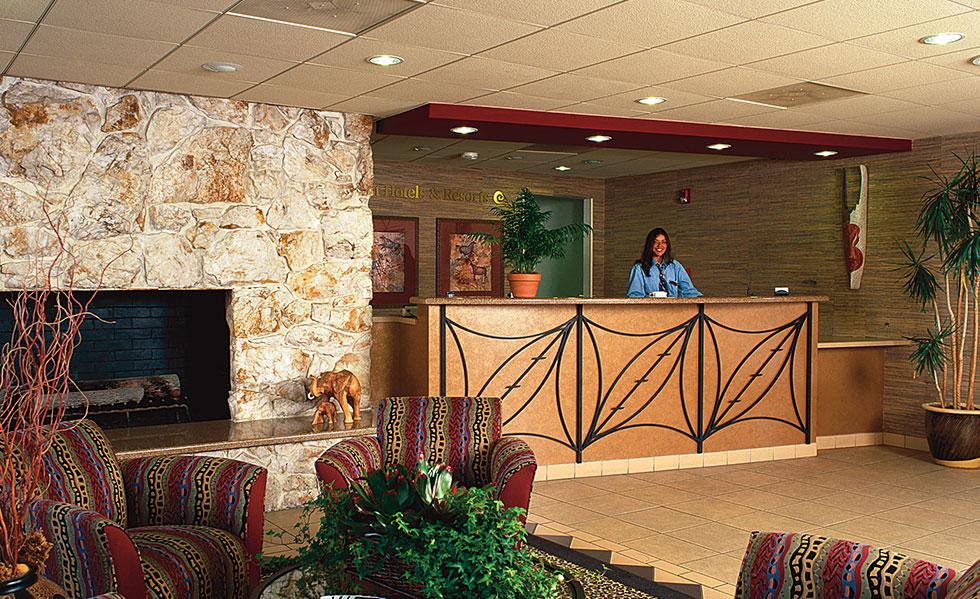 Safari Inn Burbank CA Accommodations Front-Desk