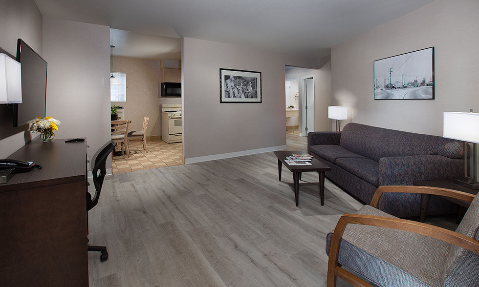 Safari Inn Burbank CA Accommodations Safari Inn Burbank CA Accommodations Coast Premium King Suite-Living-Room