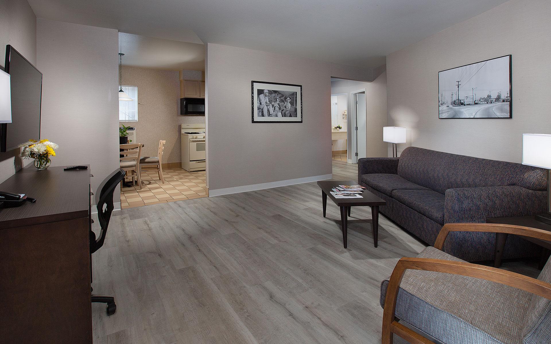 Safari Inn Burbank CA Accommodations Coast King Junior Suite